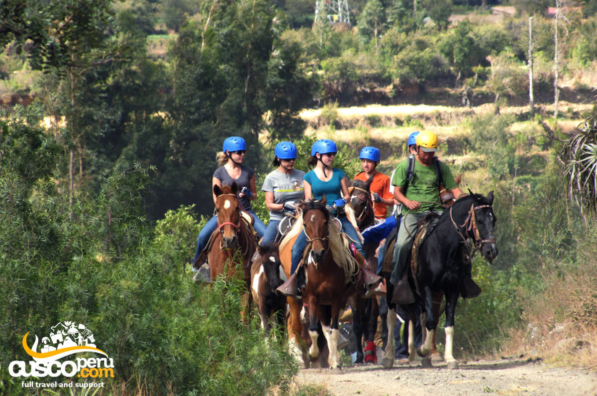 SACRED VALLEY HORSEBACK RIDING TOUR